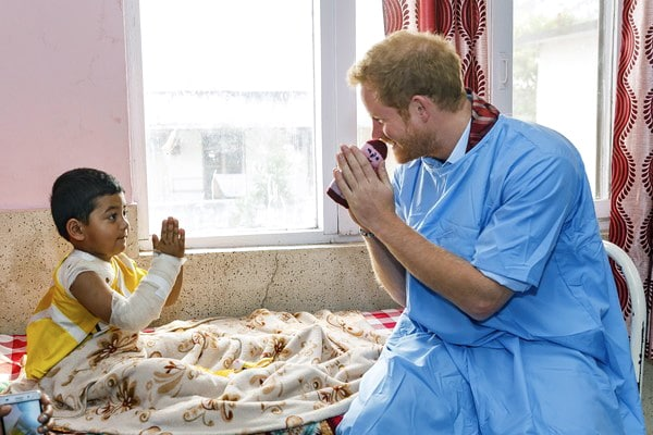 PRINCE-HARRY-at-The-Kanti-Childrens-Hospital-Burns-Unit